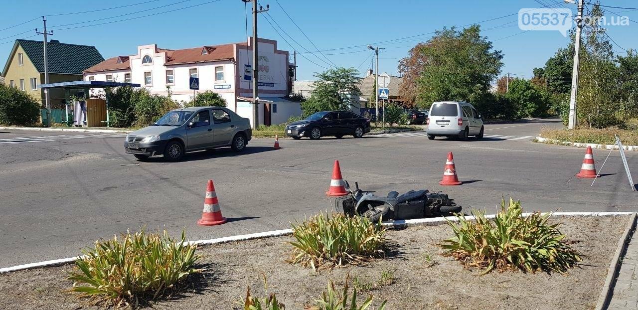 В Скадовске автомобиль сбил женщину на мопеде, фото-1