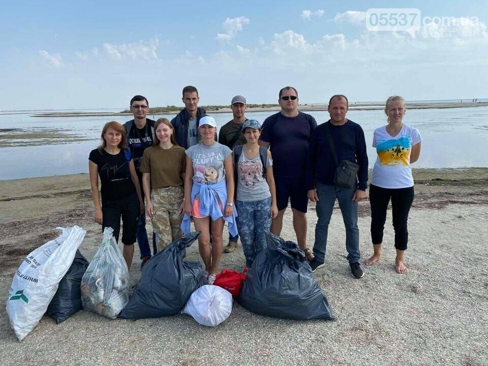 Студенты убирали мусор на скадовском Джарылгаче, фото-3