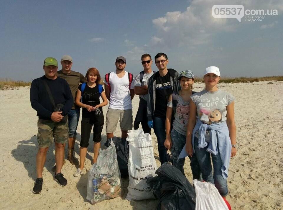 Студенты убирали мусор на скадовском Джарылгаче, фото-10