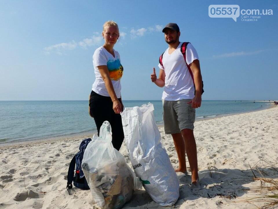 Студенты убирали мусор на скадовском Джарылгаче, фото-8