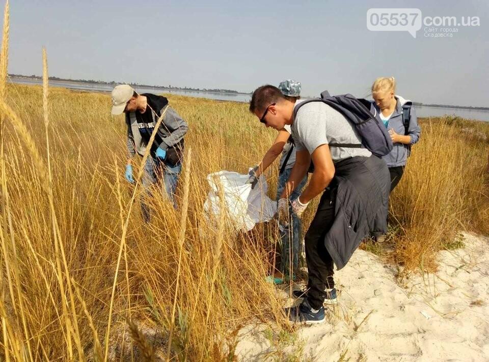 Студенты убирали мусор на скадовском Джарылгаче, фото-2