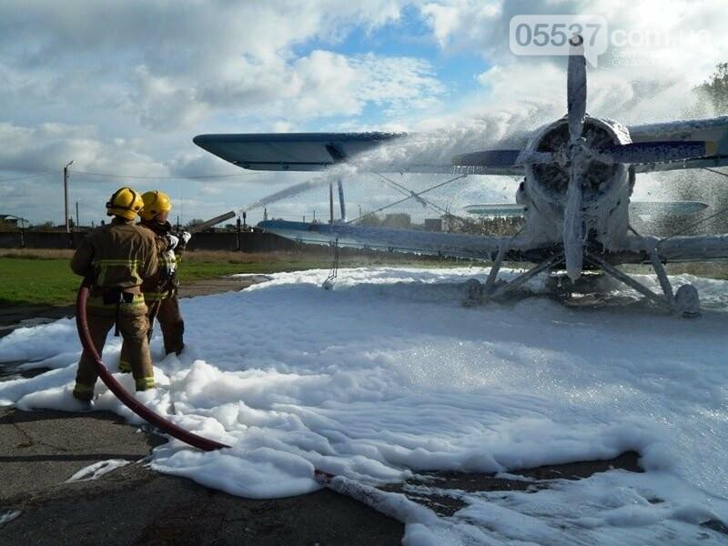 В Скадовске пожарные тушили самолет (ФОТО), фото-1