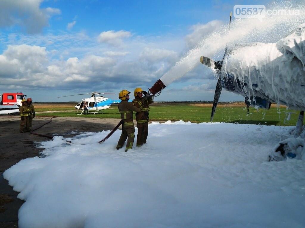 В Скадовске пожарные тушили самолет (ФОТО), фото-2